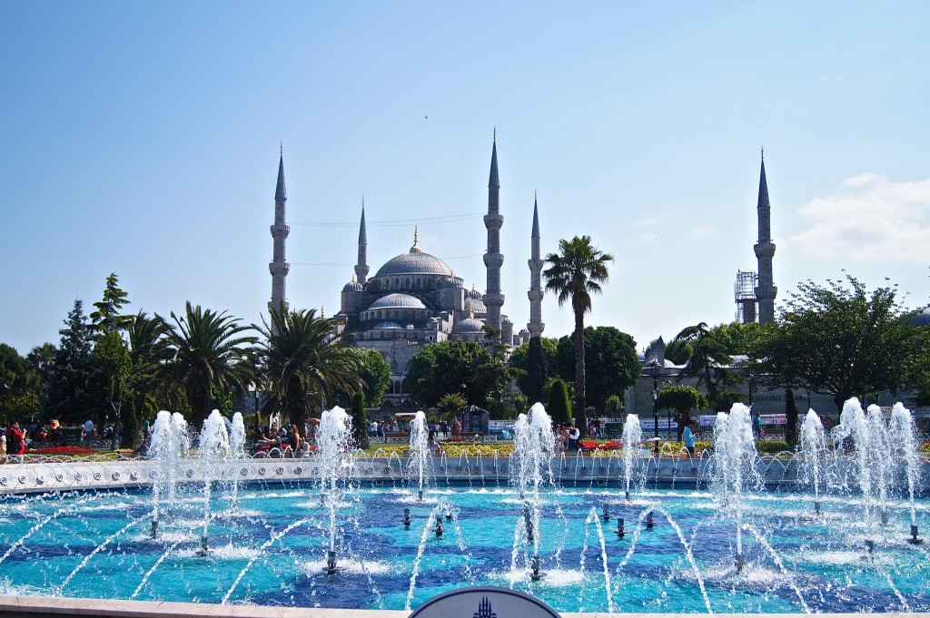 The-blue-mosque-15-places-to-visit-in-Istanbul-copyright