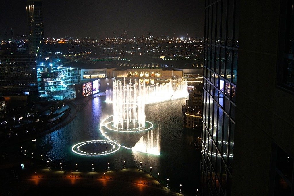 The-Dubai-Fountains-Visiting-Dubai-copyright