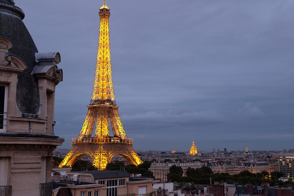 Hotel balcony view eiffel tower best image hd for Hotels by the eiffel tower